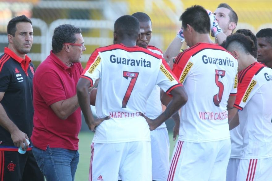 Flamengo joga mal e só empata com o Madureira