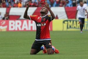 Marcelo Cirino comemora seu nono gol no Estadual (Foto: Site Oficial)