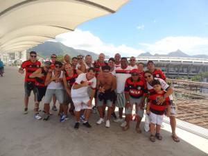 Galera animada chegando ao Maracanã