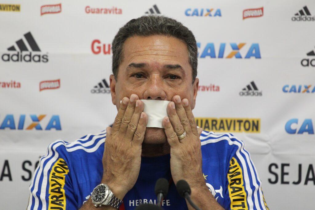 Abaixo a ditadura. (Foto: Gilvan de Souza-Flamengo)