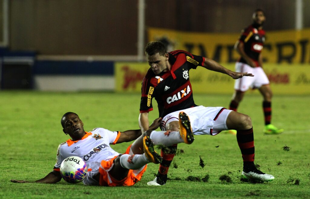 Em noite de preguiça e falta de inspiração, assistimos um péssimo jogo em Macaé. (Foto: Flamengo Oficial - Gilvan de Souza)