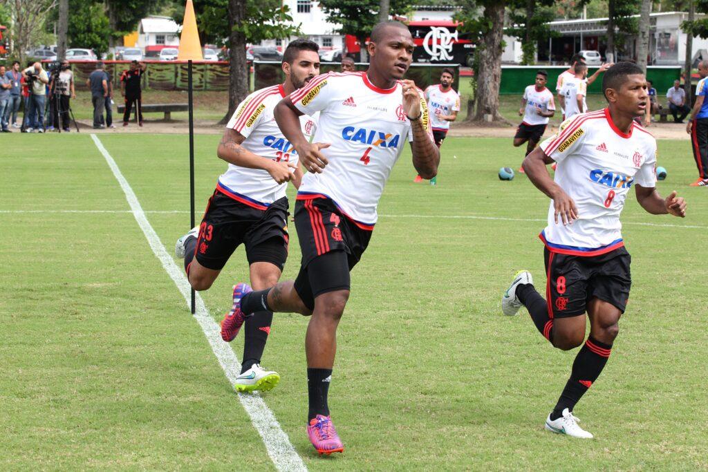 Samir, totalmente recuperado, treinou normalmente. (Foto: Flamengo Oficial - Gilvan de Souza)