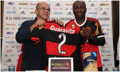 Armero, o novo camisa 2 da Gávea, é apresentado pelo presidente Bandeira (Foto: Site Oficial)