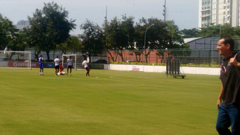 Luiz Antônio, Thalysson e Arthur Maia cobram faltas, Jayme observa. (Foto: Bruno Vasconcelos - MRN)