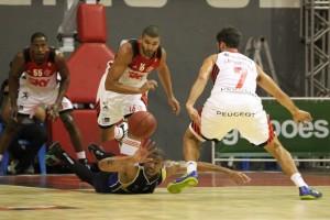 Olivinha foi o destaque do jogo (Foto: Gilvan de Souza/Fla Imagem)