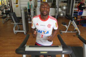 Armero realizou trabalho específico na academia. Colombiano tem chances de estrear. (Foto: Gilvan de Souza - Flamengo)