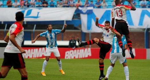 Atuações: mais um desastre em campo, desta vez na ressacada; notas de Avaí 2 x 1 Flamengo