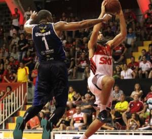 O ala/armador Vitor Benite, é peça fundamental na equipe comandada por José Neto