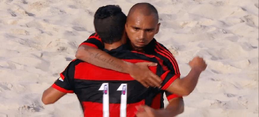 Gabriel comemora um de seus 4 gols.