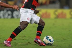 Armero foi um dos poucos jogadores conscientes em campo (Foto: Site Oficial)