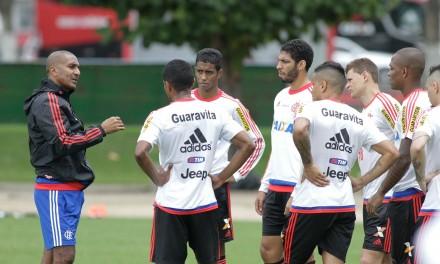 Flamengo treina no Ninho com Alan Patrick e Ayrton