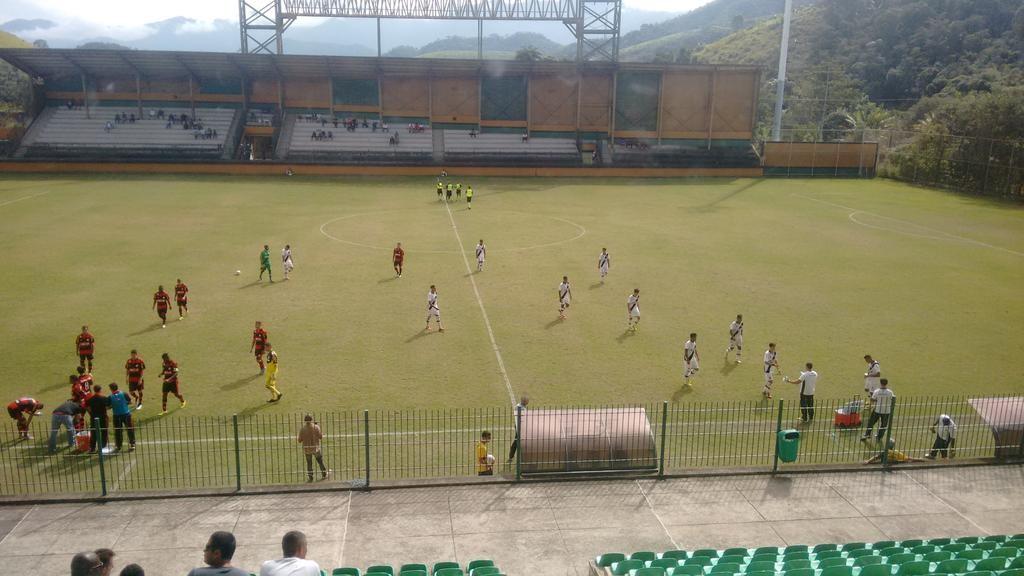 Equipes em campo em Los Larios. (Foto cedida pela Radio Web RPC - http://radiorpc.com/)