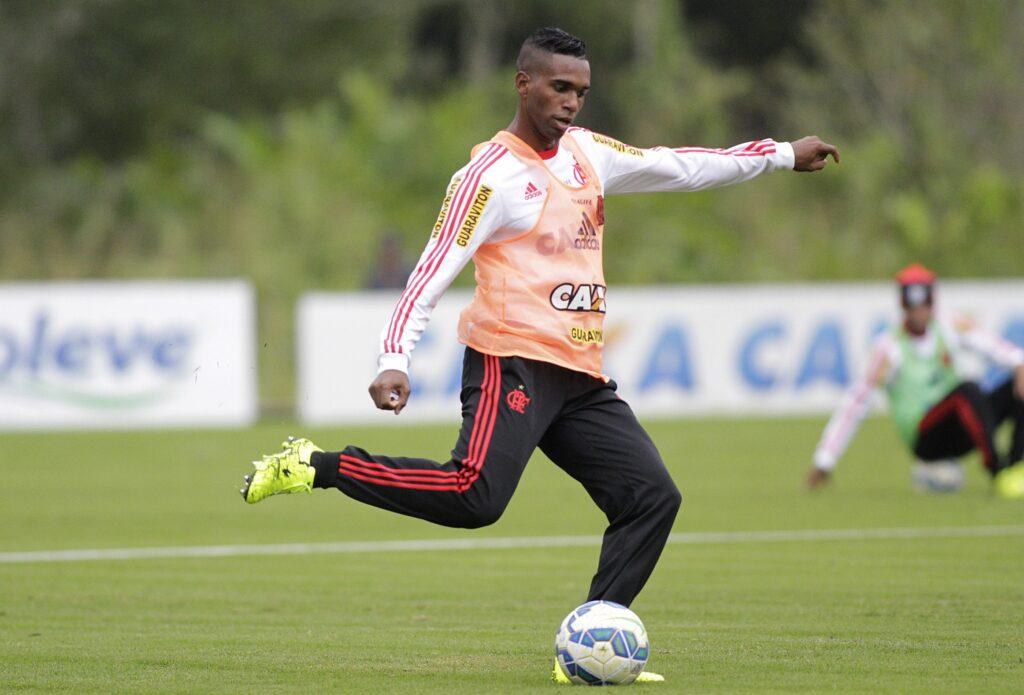 Luiz Antônio teve bom aproveitamento nas cobranças de falta. (Foto: Flamengo Oficial - Gilvan de Souza)