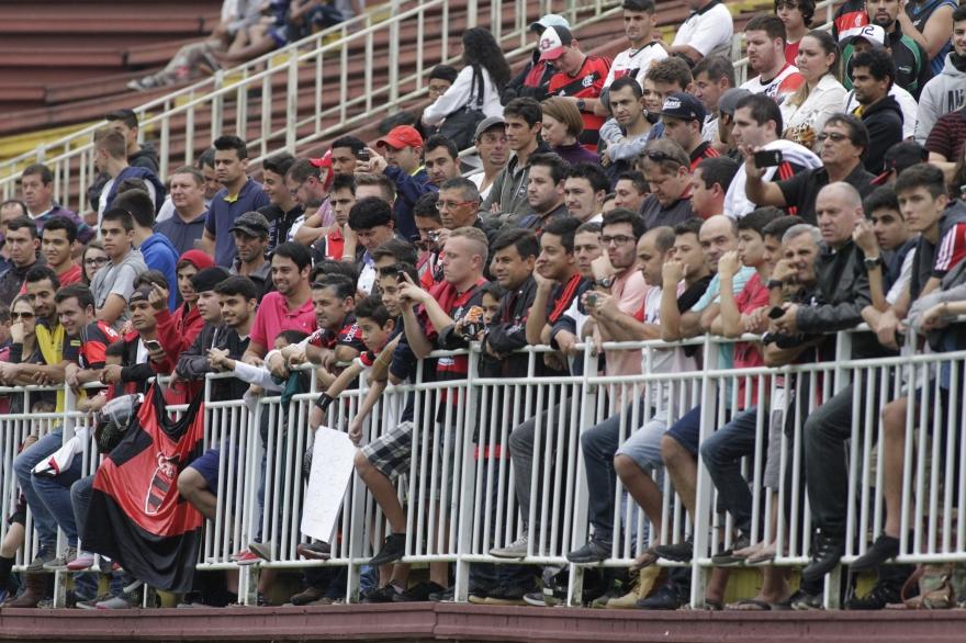 Treinamento foi aberto à torcida, que como de costume, compareceu. (Foto: Flamengo Oficial)