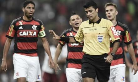 Atuações: Pará faz pênalti e gol contra, Armero vai bem e Fla joga com 6 atacantes; notas de Flamengo 2 x 3 Fluminense