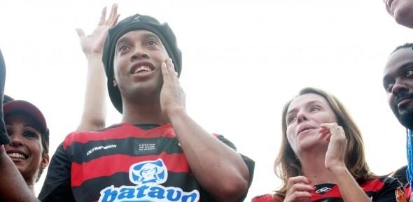 Sem tiro de canhão! Flamengo arrasta processo e projeta valor muito abaixo do pedido por Ronaldinho