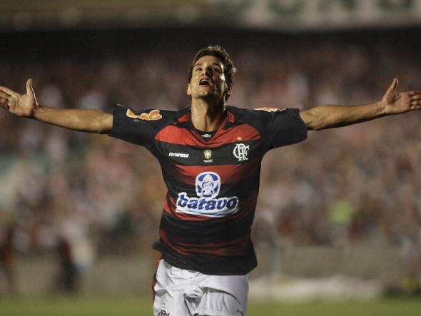 Além de R10, Patrícia Amorim trouxe outro craque. Flamengo outra vez monta caro elenco que não ganhou títulos importantes: #Épico4x5 foi o ponto alto em 2011   Foto Flamengo