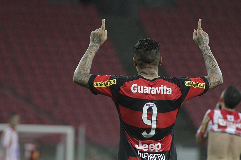 Artilheiro, Guerrero mais uma vez deixou sua marca com o Manto Sagrado. (Foto: Flamengo Oficial)