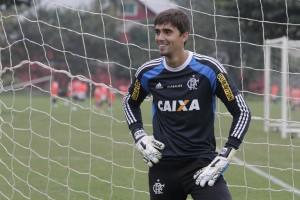 Questionado nos últimos jogos, César fechou o jogo contra o Náutico. PV já treina com bola! | Foto Gilvan de Souza/Flamengo