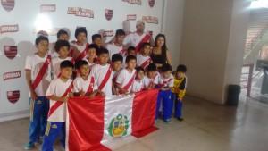 Time infantil peruano que esteve na sede social do clube. Cresce a visibilidade do Flamengo no continente. | Foto Gilvan de Souza/Flamengo