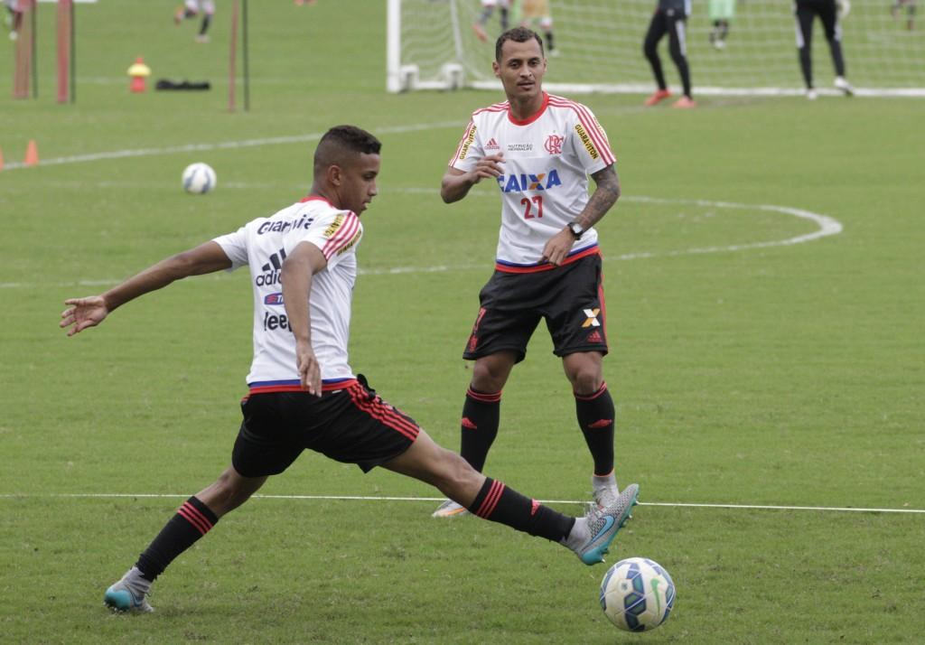 Borges pode deixar Alan Patrick novamente no banco e optar por três volantes | Foto Gilvan de Souza/Flamengo