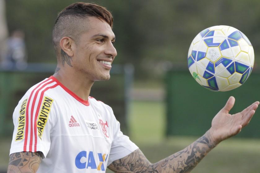 Feliz novamente, Guerrero conversou com Zico, no programa Futebol de Verdade, da Rádio Globo.   Foto Gilvan de Souza/Flamengo