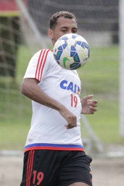 Surpreendendo as expectativas da torcida, Allan Patrick é peça fundamental no meio. | Foto Gilvan de Souza/Flamengo