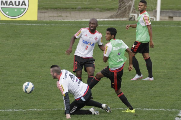 Coletivo tático marca treinamento com enfâse na defesa.   Foto Gilvan de Souza/Flamengo