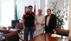 Humberto Motta à direita) celebra aliança com Maurício Gomes e EBM. | Foto Divulgação