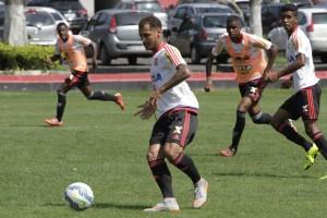 Dono do meio campo, Alan Patrick está de volta ao time titular após suspensão. (Foto: Gilvan de Souza/Flamengo Oficial)