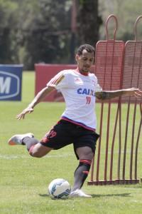 Após cumprir suspensão automática, Alan Patrick está de volta. (Foto: Flamengo Oficial/Gilvan de Souza)
