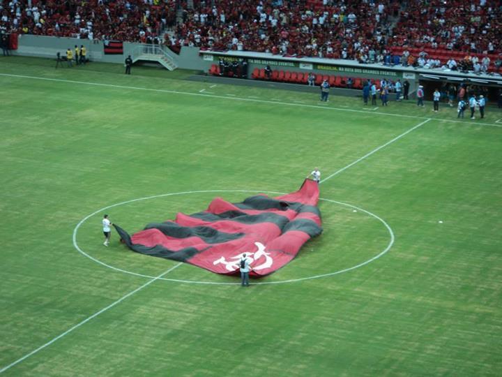 FlaBrasília promovendo ação no jogo Flamengo x Santos | Foto FlaBrasília