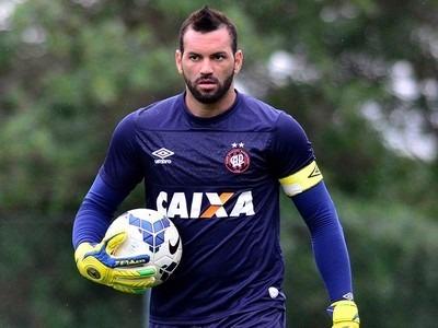 Weverton esteve presente em quatro das seis análises. Goleiro tem feito bom Brasileiro e tem contrato com o CAP até 2017. (Foto: Site oficial CAP)