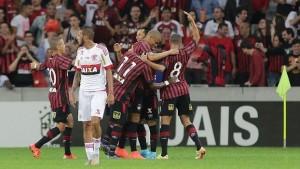 Jogadores do CAP comemorando um dos três gols contra o Flamengo. (Foto: Reprodução)