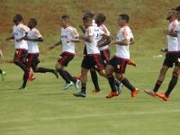 Jogadores fazem último treino antes de jogo em Brasília. (Foto: Site oficial do Flamengo/ Gilvan de Souza)