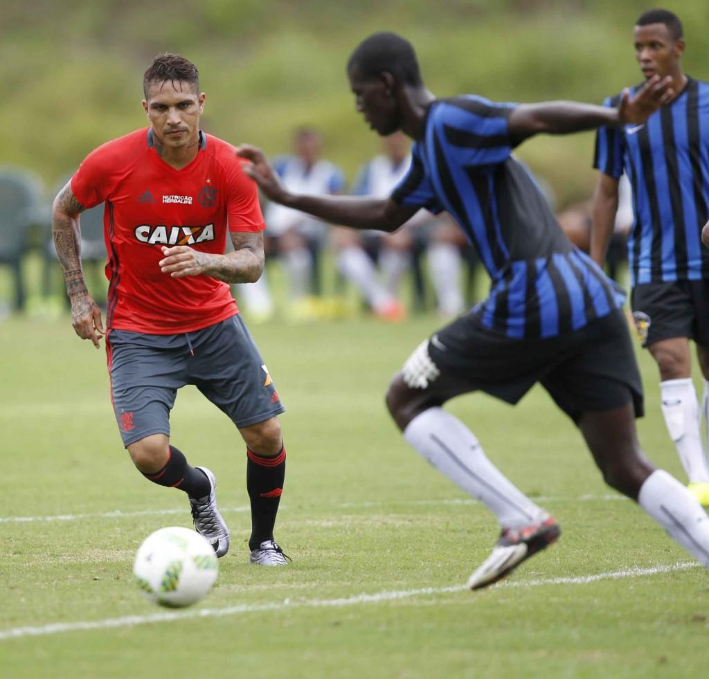 Guerrero: Sem gols mas bem. Foto Flamengo