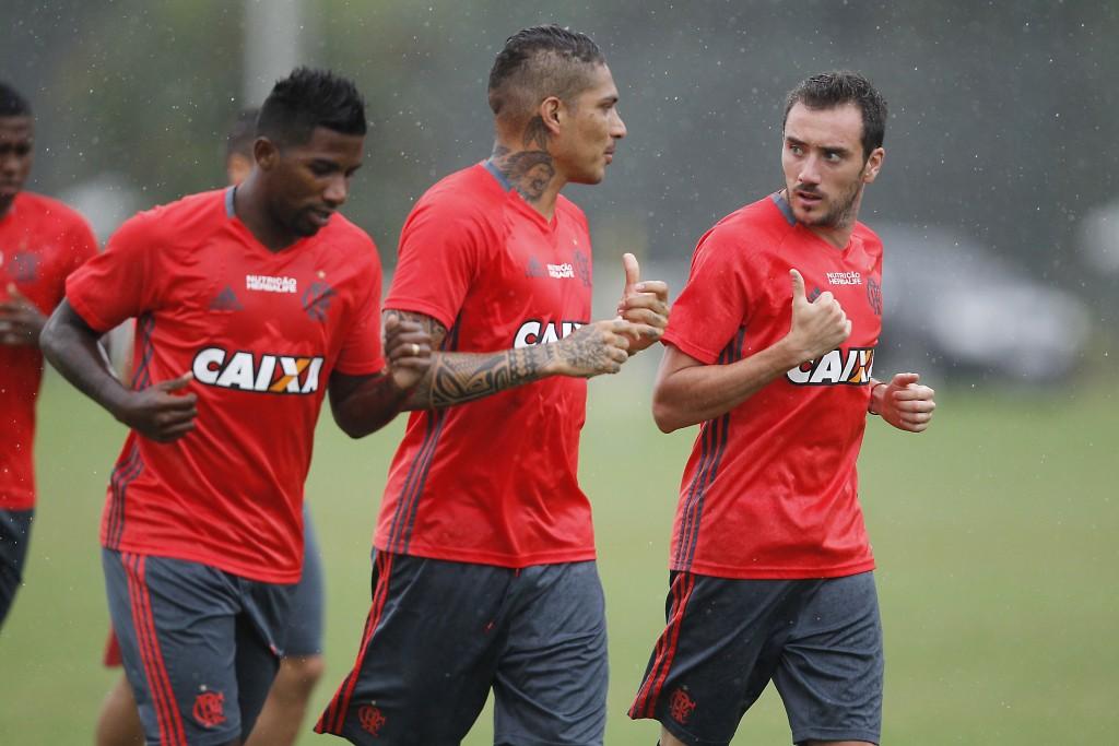 Nem a chuva impediu o elenco Rubro-Negro de treinar pesado. Foto: Gilvan de Souza / Flamengo