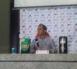 Rodrigo Caetano concede coletiva na Gávea. Foto: Yann Rodrigues/ Mundo Rubro Negro)