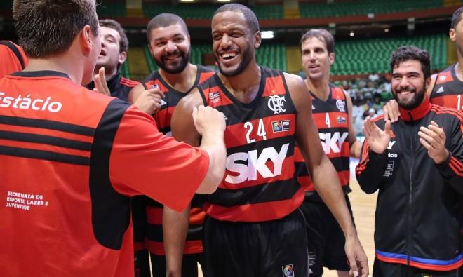 Jogadores festejam a vaga na fase semifinal da Liga das Américas (José Jimenez Tirado/FIBA Américas)
