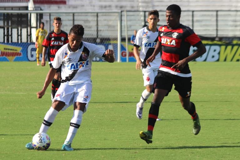 Com arbitragem polêmica, Fla sub-20 perde no Carioca