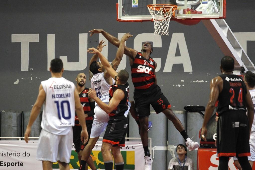 Meyinsse teve ótima atuação anotando 16 pontos e pegando 11 rebotes (Foto: Gilvan de Souza / Flamengo)
