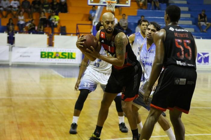 Marquinhos foi o líder em rebotes da equipe (Foto: Raphael Bózeo/ Macaé Basquete)