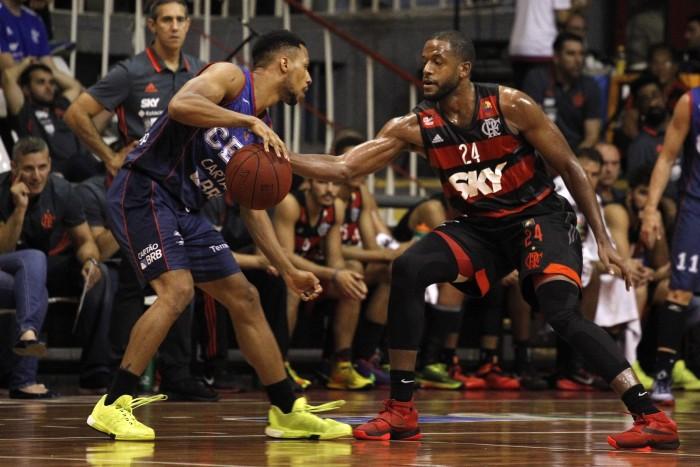 Precisando vencer, Flamengo encara São José no NBB