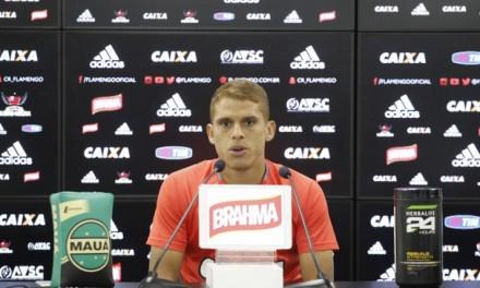 """Cuéllar: """"Se não tem vontade de trabalhar no Flamengo é difícil"""""""