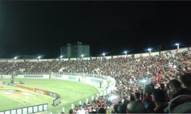 Torcida lota estádio, mas Flamengo perde com 1 a mais em campo