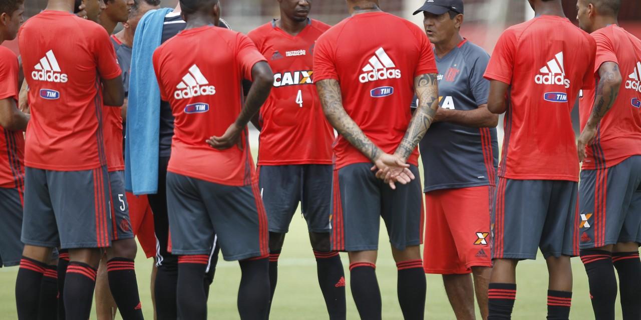 Sem divulgar time titular, Flamengo viaja para enfrentar o Fluminense