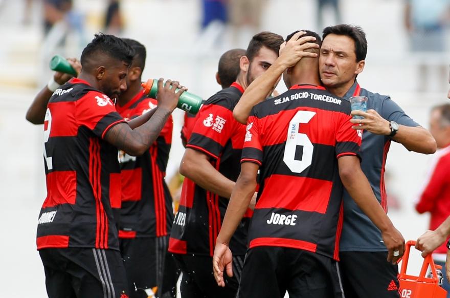Zé Ricardo estreia com vitória, mas terá muito trabalho no Flamengo