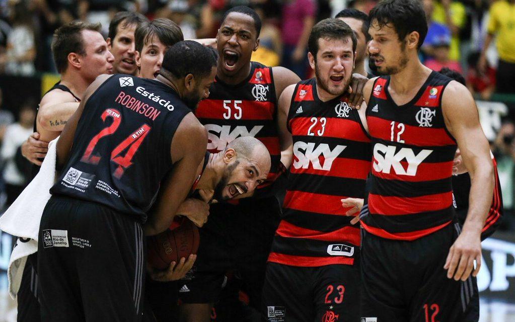 Com final eletrizante, Flamengo vence e força 5º jogo da série