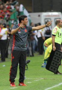 Treinador explicou o motivo de ter colocado dois pontas no ataque (Foto: Gilvan de Souza/ Fla Imagem)