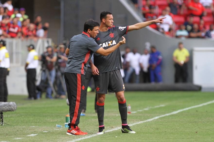 Zé Ricardo elogia desempenho da equipe, mas esperava a vitória